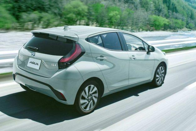 toyota-aqua-hybrid-japan-2021-proauto-02