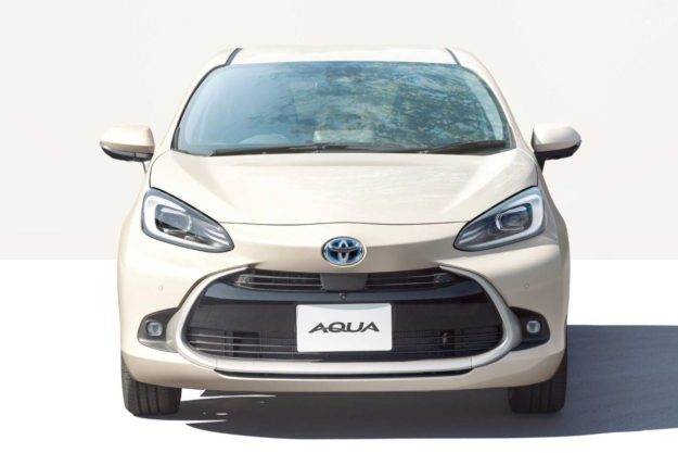 toyota-aqua-hybrid-japan-2021-proauto-03