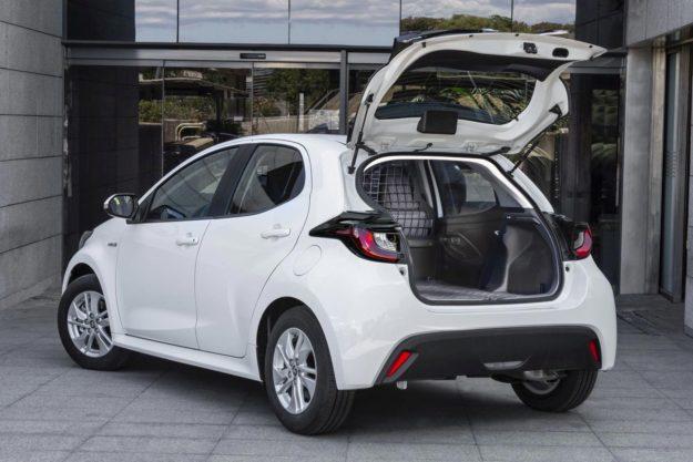 toyota-yaris-ecovan-prvi-hibrid-u-klasi-mini-dostavnjaka-2021-proauto-01
