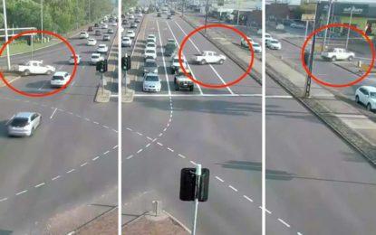 Dramatična vožnja Toyotom Hilux na australskim ulicama [Video]