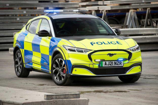 ford-mustang-mach-e-concept-ev-suv-police-uk-2021-proauto-02