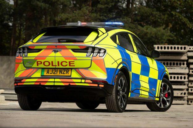 ford-mustang-mach-e-concept-ev-suv-police-uk-2021-proauto-04