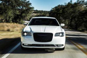 Chrysler 300: I dalje prkosi hibridima i električnim modelima [Galerija i Video]