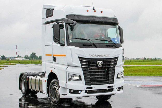 kamioni-benzinski-sleper-kamaz-54901-lng-2021-proauto-01