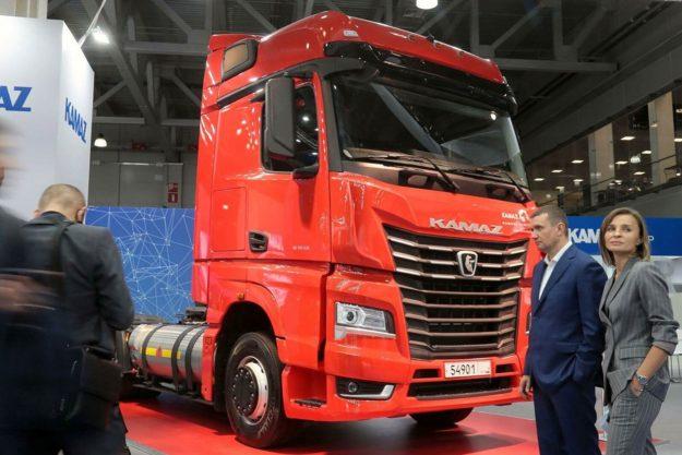 kamioni-benzinski-sleper-kamaz-54901-lng-2021-proauto-02
